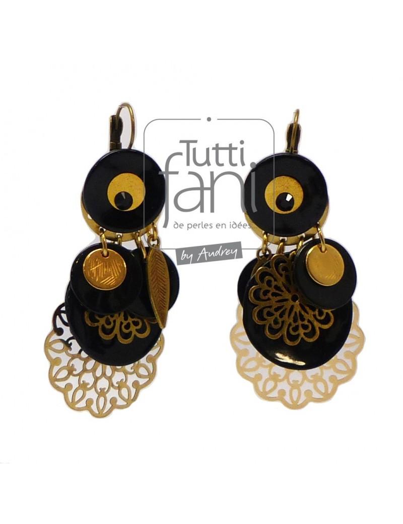 Boucles d'oreilles à breloques dorées et noires