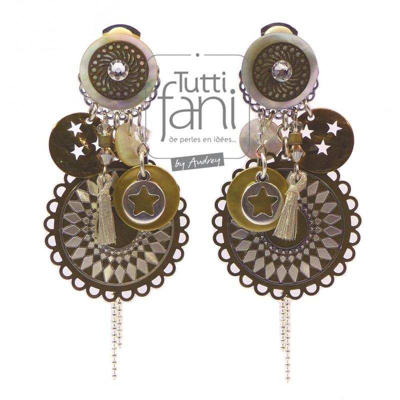 Boucles d'oreilles clips à breloques et estampes bronze, argent et nacre