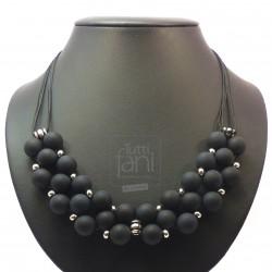 Collier perles noires entrelacées
